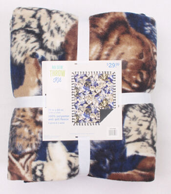 """No-Sew Throw Fleece Fabric 72""""-Packed Wolves"""