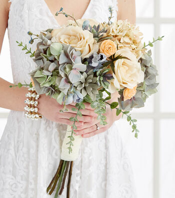Make A Muted Bridal Bouquet