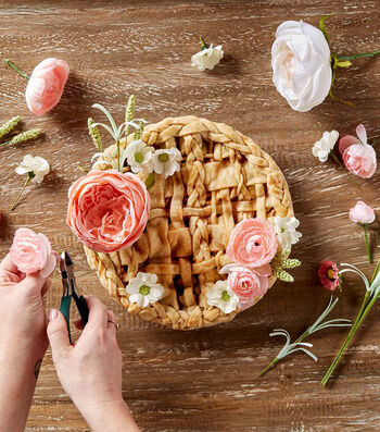How To Make A Floral Decorated Pie