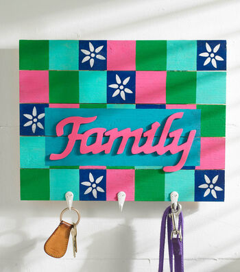 How To Make A Family Pallet with Hangers