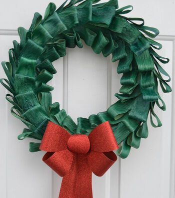 How To Make A Dyed Christmas Corn Husk Wreath