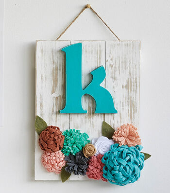 How To Make A Felt Florals Hanging Pallet
