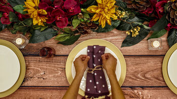 Make a Thanksgiving Table Setting