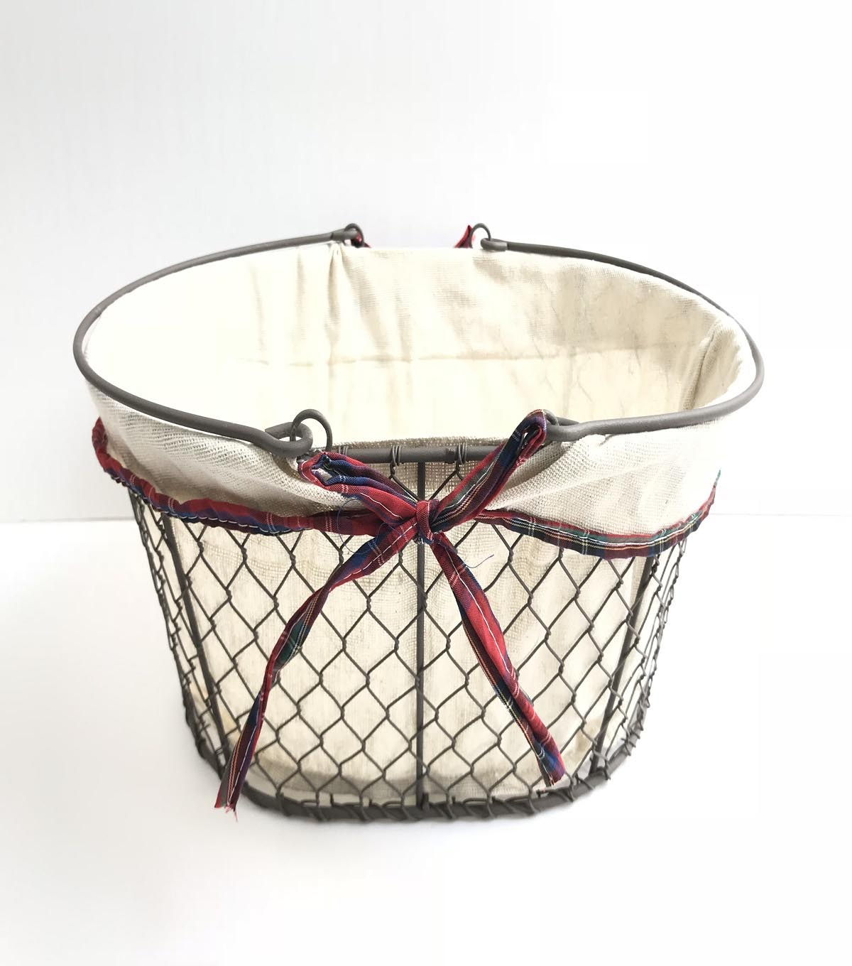 Maker\u0027s Holiday Christmas Oval Wire Basket with Liner & Handle