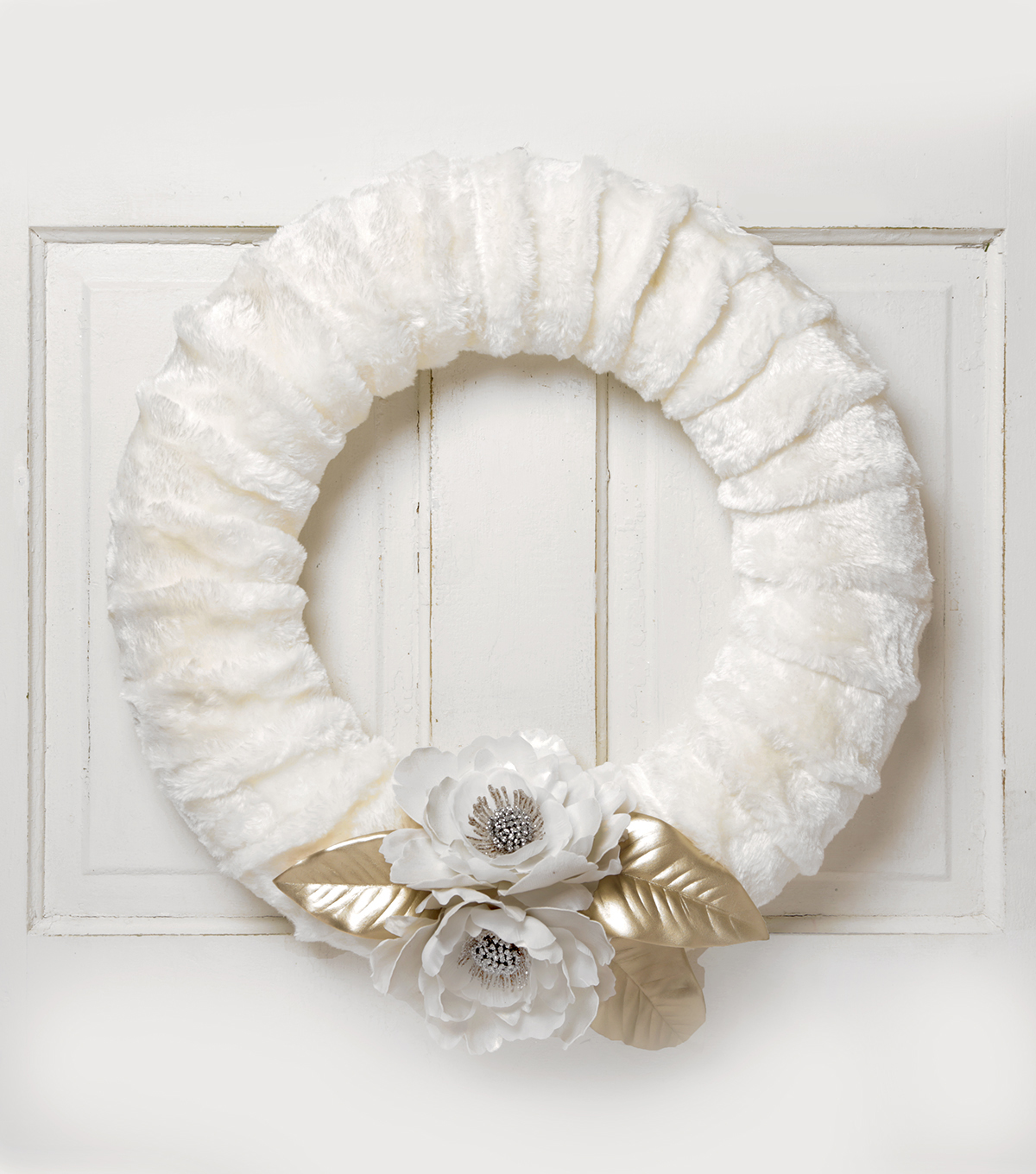 Blooming Holiday 23\u0027\u0027 Faux Fur Wreath-White