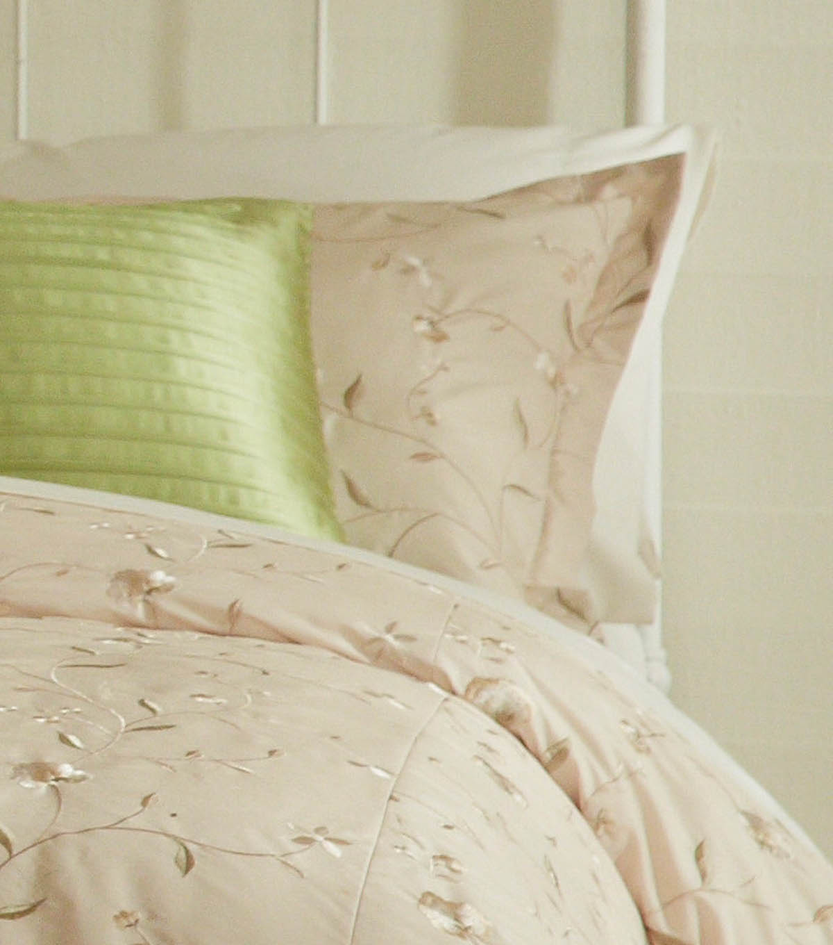 Elegant Pillow Shams and Duvet Cover