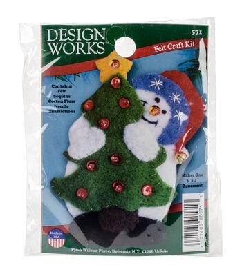 Design Works Christmas 3''x4'' Snowman with Tree Ornament Felt Craft Kit