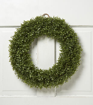 Boxwood 18'' Soft Touch Wreath-Green