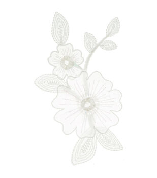 Simplicity Elegant Expression Iron-On Applique-White Flower