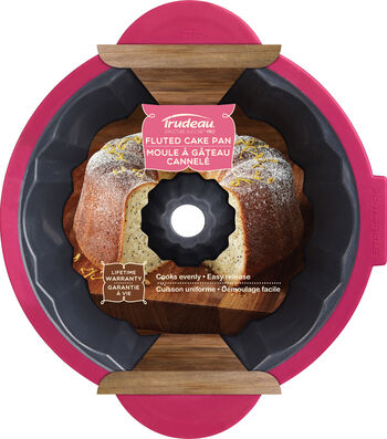Structure Pro Fluted Cake Pan Gray & Fuchsia-Round 11.5""