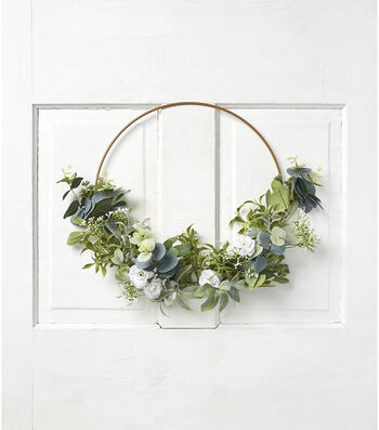 Fresh Picked Spring Leaves & Baby's Breath Round Wreath
