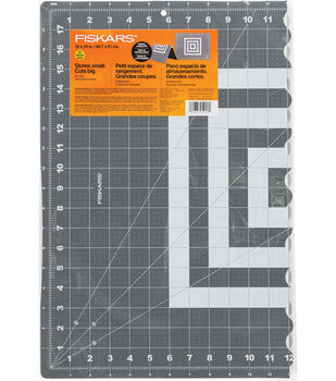 Fiskars 18''x24'' Self-healing Folding Cutting Mat