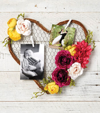 Make A Chicken Wire Heart Wreath With Photos