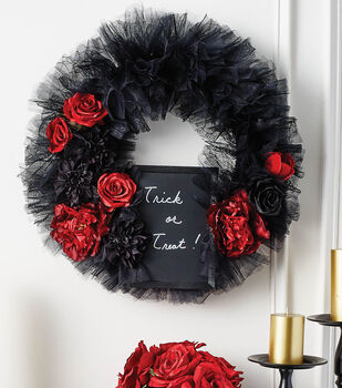 How To Make A Halloween Wreath with Chalkboard
