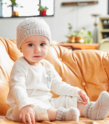 How To Make A Cutie Bootees And Cap To Knit