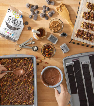 How To Make Granola Bars with Chocolate Drizzle