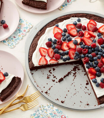 How to Make a Brownie Dessert Pizza