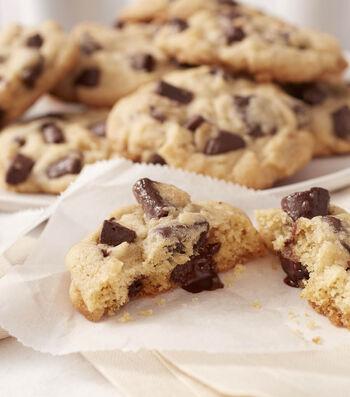 Learn To Bake Chocolate Chunk Cookies