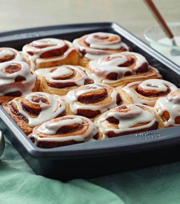 Learn To Bake Glazed Cinnamon Rolls