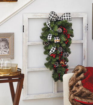 How To Make a Holiday Teardrop Wreath