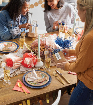 How To Make A Party Décor Table Garland