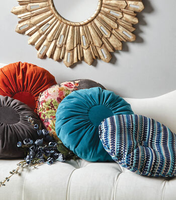 "How To Make 18"" Round Pillow with Circle Center and Buttons"