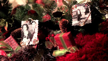 How to Make a Holiday Family Nostalgia Garland