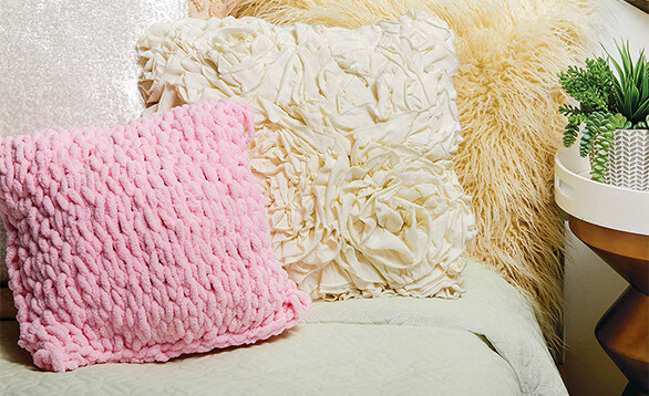 How To Make a Lion Brand Off the Hook Pink Plush Pillow