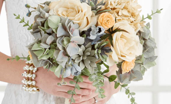 Image of gorgeous wedding bouquet.