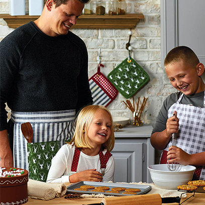 image of holiday aprons and pot holders