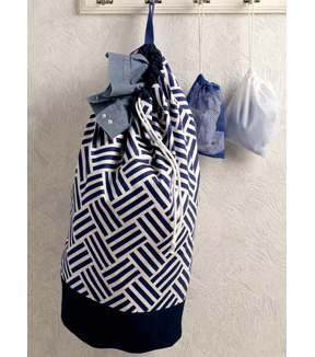 Kwik Sew Pattern K4185 Drawstring Laundry Bags in Two Sizes