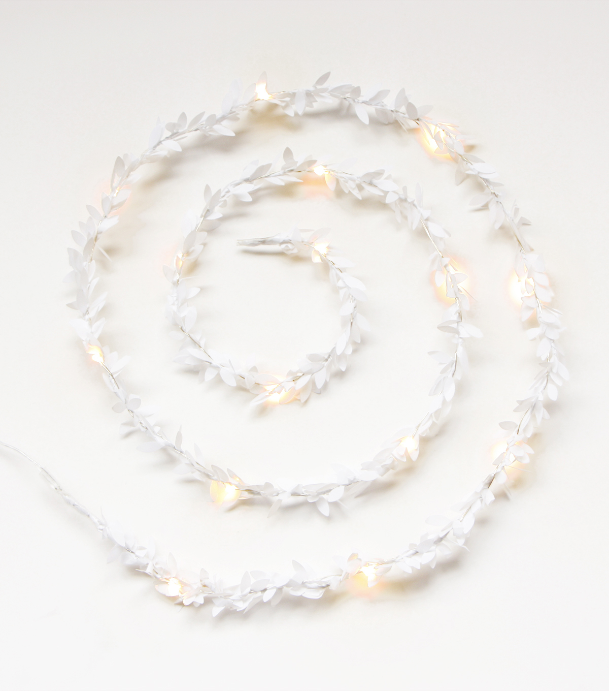 Fresh Picked Greens Boxwood Garland with LED Rice Light-White
