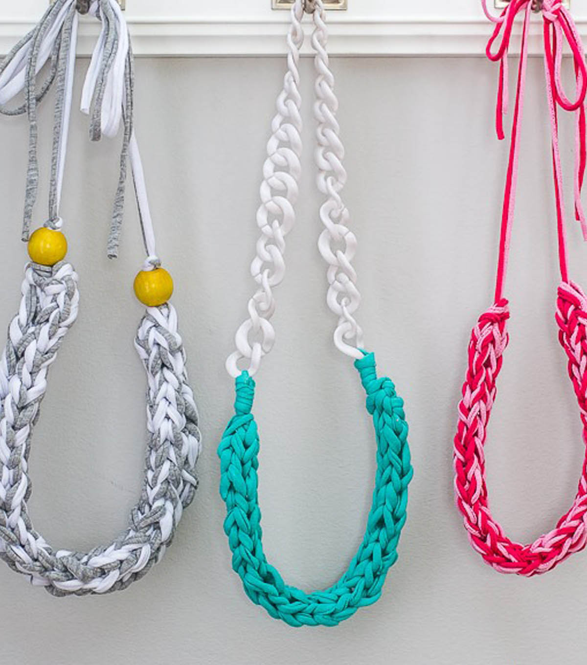 How to Make a T-Shirt Yarn Necklace