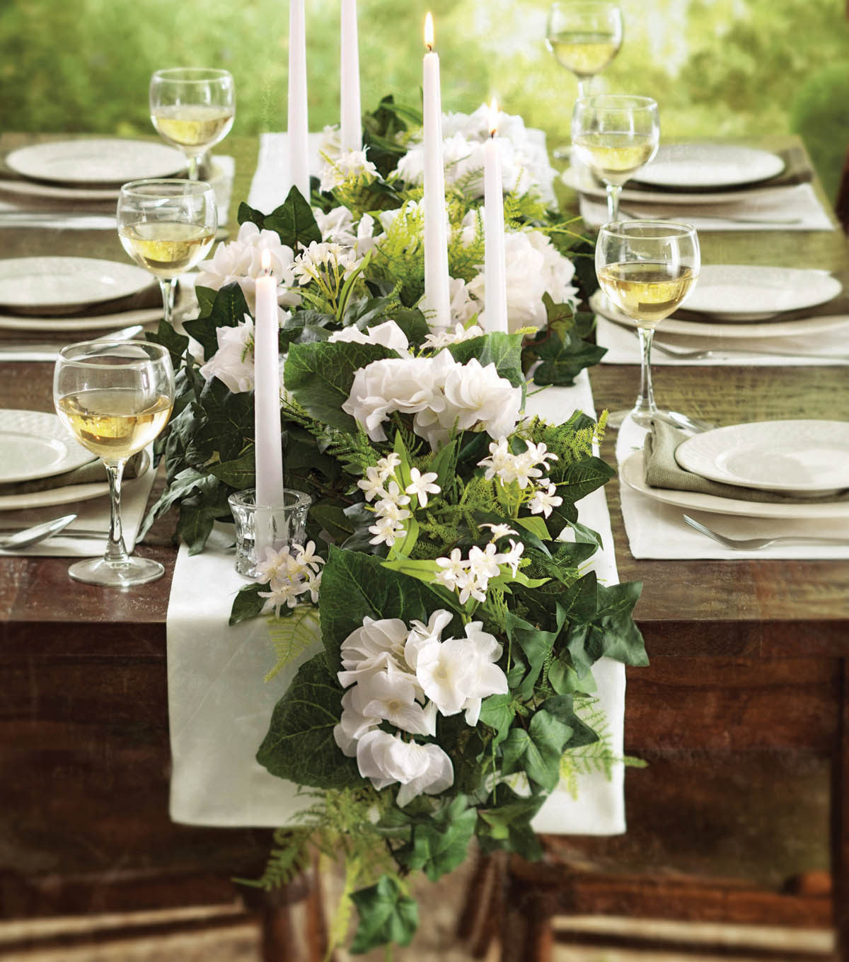 Exceptionnel Hydrangea Garland Table Runner