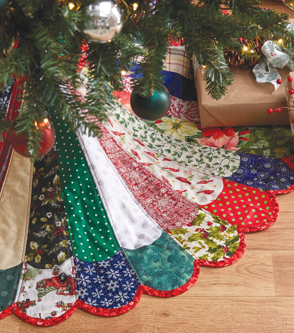 "Quilted Christmas Tree Skirt Patterns: How To Make A 48"" Mixed Colors Quilted Tree Skirt"