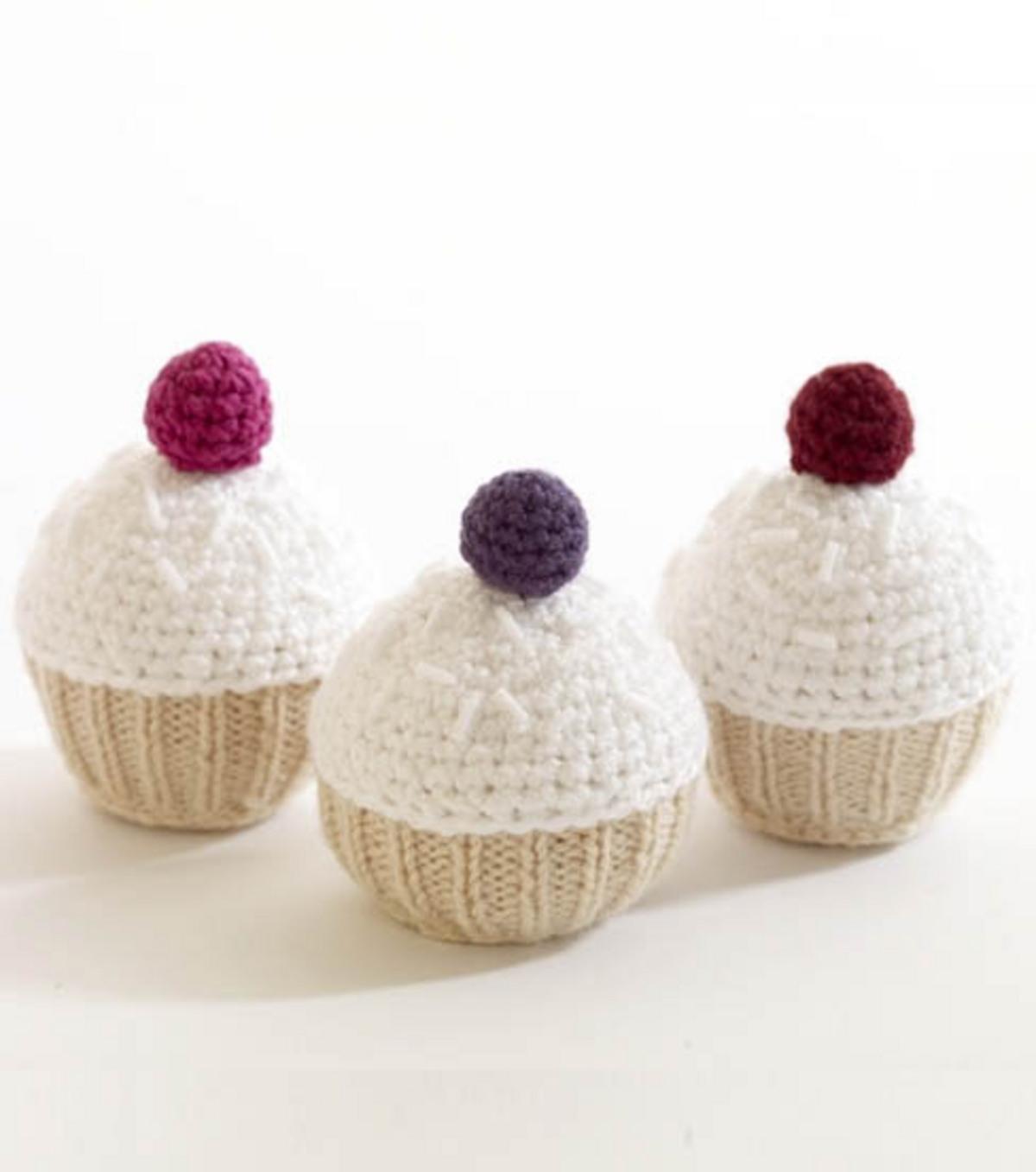 Lion Brand Cupcakes | JOANN